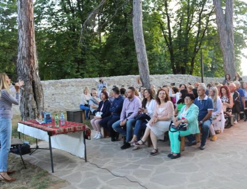 Održano književno veče u tvrđavi. Posetioci uživali uz poeziju Mirjane Bobić Mojsilović!